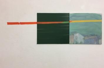 Suora lento, 2018, 50 x 100 cm, öljy ja teippi kankaalle